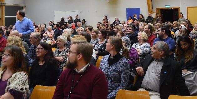 Det var fullt hus på folkemøtet på Rosenholm den 23. oktober. Foto: Janina Lauritsen