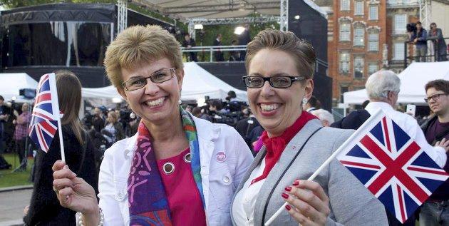Bildetekst: Nei til EU-leder Kathrine Kleveland fra Holmestrand (t.v.) har fôret britene med nei-argumenter i EU-kampen. Her feirer hun nyheten om at britene har stemt for å forlate unionen. Foto: Privat