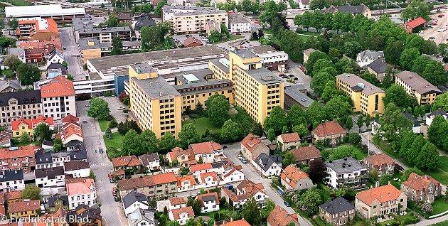 Flyfoto over Sentralsykehuset Østfold, Fredrikstad (SØF). Foto: Geir A. Carlsson, 05.06.1999