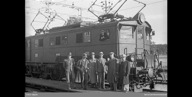 1939: Åpning for elektrisk drift til Ås stasjon på Østfoldbanen.
