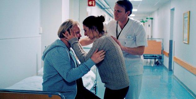 """Sterke rolletolkninger av Anders Baasmo Christiansen og Pia Tjelta i Tuva Novotnys debutspillefilm """"Blindsone"""". Bak pårørendesykepleieren på sykehuset."""