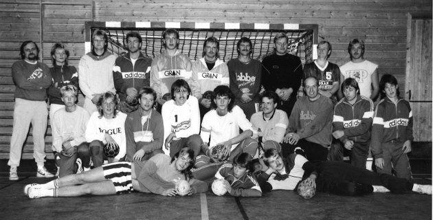 1987. For nøyaktig 33 år siden var denne gjengen med herrespillere i Vestre og Gran Håndballklubb klare til sesongstart.