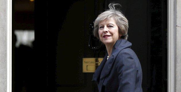 UTVISNING: Englands statsminister Theresa May mener Russlabnd står bak angrepet på avhopper Sergej Skripal og utviser russiske diplomater.