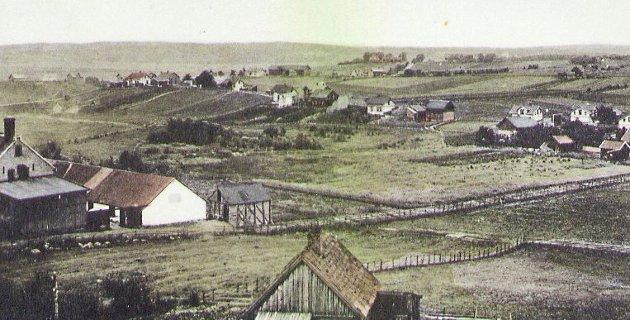 Til venstre i bildet ser vi bygningene til Lande gård og bryggeri. Postkort fra 1900. (Sarpsborg kommunes fotosamling).
