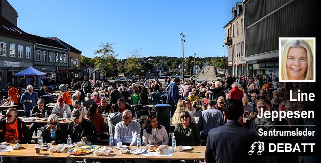 Alle fikk servert gratis suppe på Stortorvet under tv-aksjonen 2018. Det er slike øyeblikk som gjør sentrumsleder Line Jeppesen varm, glad og stolt.