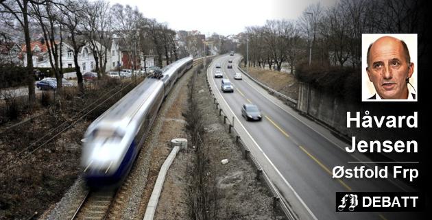 Dårlige grunnforhold gir en kritisert utsettelse for ny jernbane og vei i Fredrikstad. Håvard Jensen avviser at dette er noe regjeringen må ta anvar for.