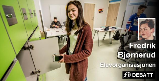 Må låses inn: Ann-Cathrin Olsen og de andre elevene på Borge ungdomsskole låser inn når dagen starter og ut når den slutter. Fredrik Bjørnerud mener det er en uholdbar løsning. Arkivfoto: Geir A. Carlsson