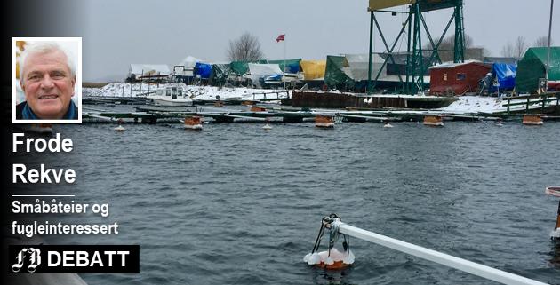 – Denne lille småbåthavna vil Frevar fjerne. For 30 år siden ble småbåteierne jaget fra Ørakaia og fikk en havn her. Nok en gang truer kommunen med å ta fra dem båtplassene.