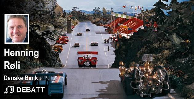 Henning Røli henter sine bilder fra Flåklypa Grand Prix når han skriver hvor godt det går i Østfolds næringsliv.  Den eneste frykten er at det med bånn gass hele veien kan bli mangel på arbeidskraft.