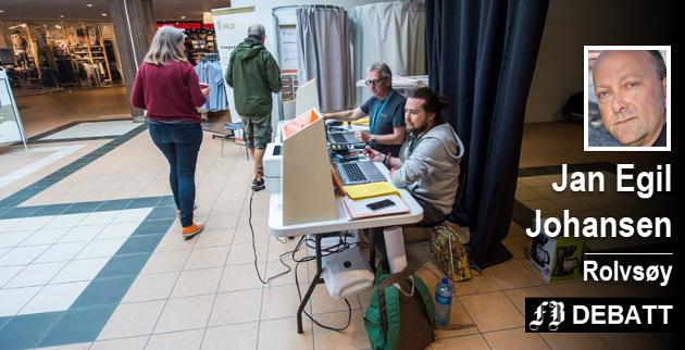 Valg i kjøpesenter er blant de tiltak som er forsøkt for å øke valgdeltagelsen.  Jan Egil Johansen setter grensen ved 50 prosent. – Med lavere deltagelse kan ikke de innvalgte si de er folkevalgte.