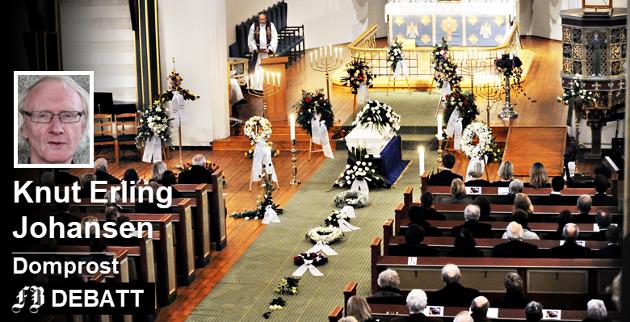 Tradisjonell begravelse i Fredrikstad domkirke. – Kirken ønsker seg ikke tilbake til en tid hvor «alle» ble begravd med prest og gudsord, skriver domprosten.