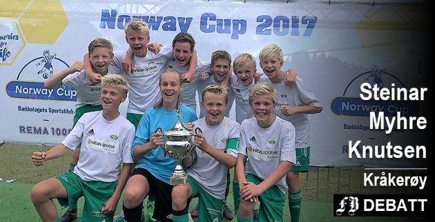 Kråkerøy G14-laget som vant B-sluttspillet i Norway Cup i fjor. Myhre Knutsen skriver at en en ambisiøs 13-åring i løpet av en uke kan trene med hjemmeklubben, sonelag, kretslag, og akademi. – Treningshverdagen bør settes i ett system, ikke fire-fem, mener han.