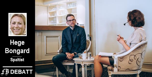 Silvija Seres ønsker å inkludere og oppmuntre flere til å bli med på teknologireisen, her i samtale med Morten Granlund, principal i Capgemini Fredrikstad.