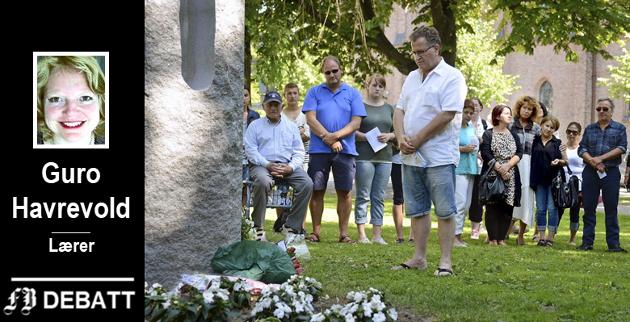 Holdning til terror: Far Bajrush Selaci la ned blomster og tente lys for å minnes datteren Lejla Selaci, som mistet livet på Utøya, på toårsdagen for 22. juli i 2013. Guro Havrevold ønsker mer forpliktende formuleringer om hva skolebarn skal lære om dette i årene fremover.