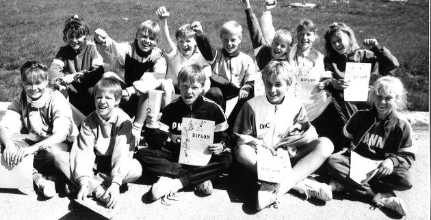 JUBEL: Sanne skole etter Gransstafetten i 1989.