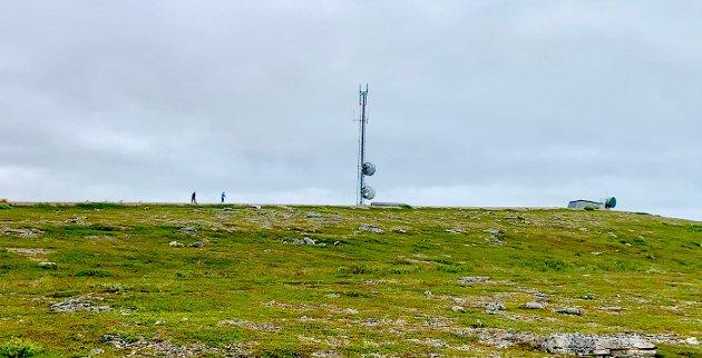 TIL TOPPEN: Mandag var en trimgruppe i Vadsø på joggetur til toppen av Melkevarden. Felles for deltakerne var at de har vært til behandling for å slutte med rus eller at de har sluttet. Et slikt tilbud bør alle kommuner ha, mener ansvarlig redaktør Anniken Renslo Sandvik i Finnmarken.