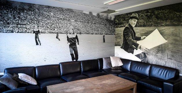 I klubbhuset til Rana FK er det illustrert med en av de største kampene i ranafotballens historie, semifinalen i cupen i 1980 og en av personene som har betydd mest for utviklingen av idretten i Rana, Randulf Alteren.