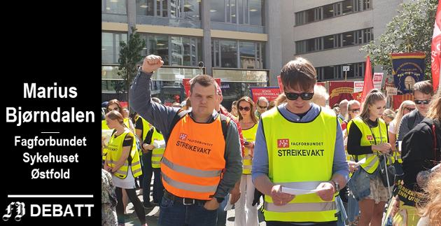 Streikeleder Marius Bjørndalen (til venstre) på utsiden av kontorene til arbeidsgiverforeningen Spekter under streiken i juni.