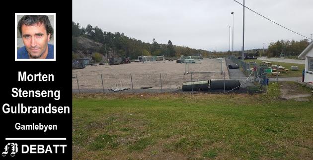 Kunstgressbanen i Gressvik IFs anlegg i Trondalen fikk matte av den nye typen i høst. Stenseng Gulbrandsen mener dekket må vurderes nøye.