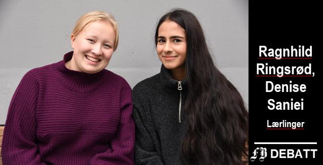 Ragnhild Ringsrød (til venstre) og Denise Saniei er lærlinger i Kulturetaten i Fredrikstad kommune, og har ikke angret et øyeblikk på sitt valg av utdannelse.