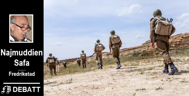 Sovjetiske okkupasjonsstyrker patruljerer i Afghanistan. Den første borgerkrigen i landet ble fulgt av sovjetisk herredømme fra 1979 til 1988.