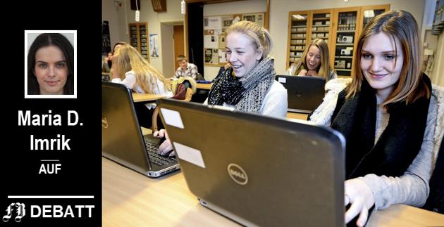 Elevene har lenge fått dekket pc av Østfold fylkeskommune. På bildet, som er tatt i 2014, ser vi Jenny Strømnes Holme (til venstre) og Tuva Bjerkebakke, som var elever ved Frederik II.  Nå er håpet at Viken vil ha samme ordning.