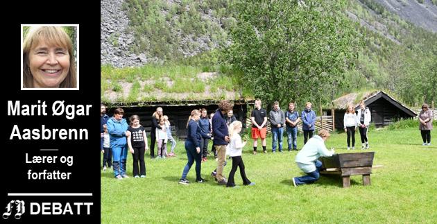 På Kristins slektsgård, Jørundgård i Sel i Gudbransdalen, pågår øvelsene til årets spel. Kristin-kjennere kan merke seg at Kristin og Erlends forelskelse og ekteskap er gitt mye plass i forestillingen.