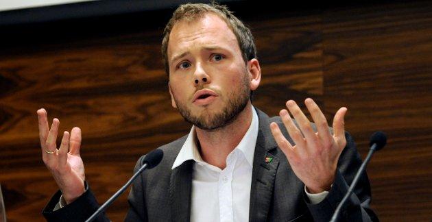 – Det er sjokkerende å høre SV-Lysbakken (bildet) uttale at han vil jobbe for «å bli en pest og en plage» for vinnerne av valget, skriver Ulf Tolfsen.