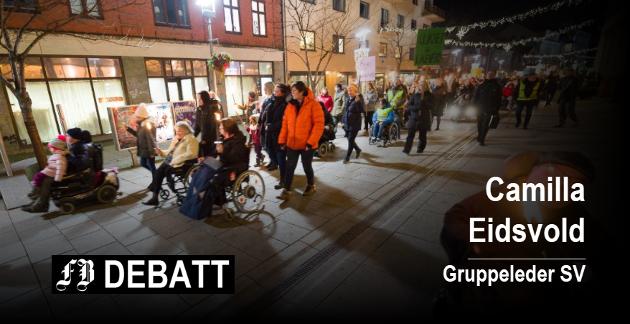 Bildet er fra fakkeltoget for aksept og likeverd som ble arrangert i Fredrikstad 5. desember i fjor.