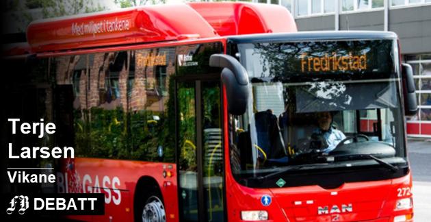 Terje Larsen på Vikane er ikke imponert over det nye busstilbudet, og sier med tydelig ironi at Østfold kollektivtrafikk skal ha for å få folk hjem før det blir mørkt. Arkivfoto: Erik Hagen
