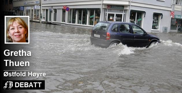 Stor oversvømmelse i Fredrikstad sentrum i juli 2009. Situasjonen er stikk motsatt av dagens tørke, og sammenhengen er mer ekstremvær som Gretha Thuen forteller vil påvirke alle sider av livet. Arkivfoto: Dag Ole Johansen