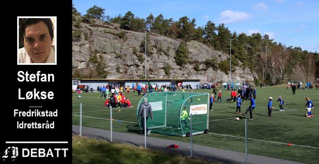 Fredrikstad Idrettsråd frykter økt etterslep i kunstgressplanen, og mener det kreves beskjedne beløp i forhold til den store aktiviteten det vil skape. Bilde fra  Gresvik IFs anlegg i Trondalen.