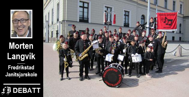 Fredrikstad Janitsjarskole ble stiftet 2014 etter en sammenslåing av Fredrikstad jente-og guttemusikkorps, Trara skolekorps og Trosvik skolekorps. Her er korpset samlet på Slottsplassen i Oslo da de deltok i paraden under Norges Musikkops Forbunds 100-årsjubileum i april i fjor.