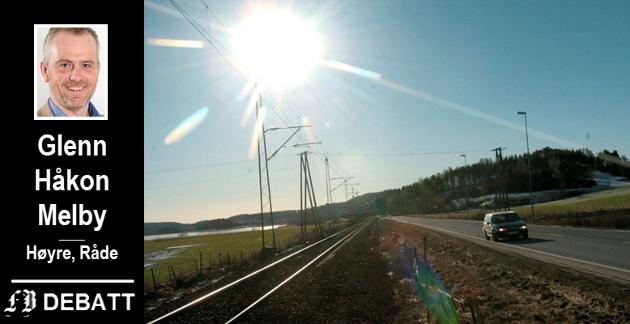 Her løper vei og jernbane mellom Fredrikstad og Råde parallelt. Glenn Håkon Melby ber om at det blir slik også med planlegging og gjennomføring av ny rv 110 og Intercity-sporet.