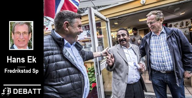 Forsoning da feilen ble oppklart:  Flora-eier Zafar Iqbal Raja takket politikerne Svein Erik Thorvaldsen (til venstre) og Hans Ek for beklagelsen, sak i FB  10. september 2016. – Nå håper alle tre at driften ved Flora kan fortsette og at Fredrikstad kommune og Raja kan samarbeide om toalettanlegget i Kirkeparken, het det den gang.