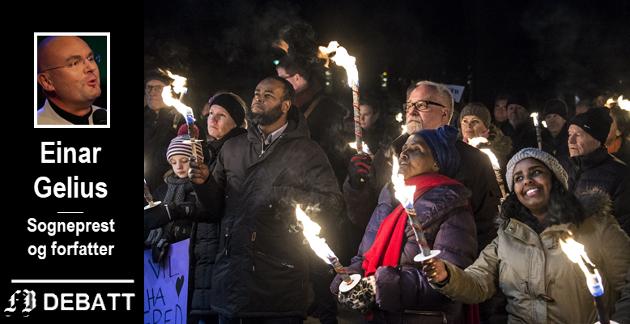 Rekorddeltagelse i fredsmarsjen i Fredrikstad etter terrorangrepet mot satiremagasinet Charlie Hebdo i Paris i januar 2015. Biskop Atle Sommerfeldt deltok i det som var markering også for religiøs forbrødring. Kronikkforfatteren kritiserer Sommerfeldt for naiv holdning til ytringsfrihet i møtet med radikal islam.