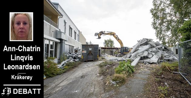 – Den politiske planen var å rive Onsøyheimen – og deretter andre tilsvarende sykehjem i omegn, for å samle all sykehjemskapasitet i det nye sykehjemmet på Østsiden. Mistanken styrkes stadig, heter det i innlegget. Bilde fra rivingen av Onsøyheimen, september 2017.
