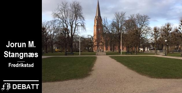 – Området rundt krigsminnesmerket i Kirkeparken har en kald og uvennlig tone, mener Jorun M. Stangnæs.