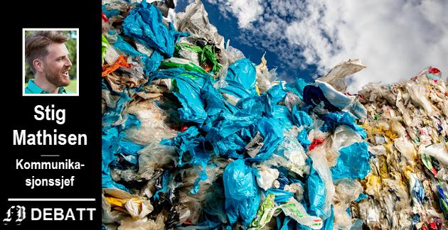 «HOLD DET PÅ LAND»: – Fordelen med å samle inn plast før den havner i vannet er at den kan resirkuleres. Når materialet først har duppet lenge i sjøen er gjenvinningsprosessen mer krevende, skriver Mathisen. Bilde av innsamlet husholdningsplastavfall som står klart til å gjenvinnes ved Fortums anlegg i Finland.