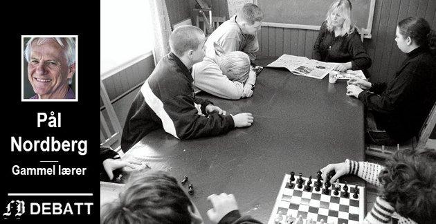 Pynten har en lang historie som et alternativt  tilbud for ungdomsskoleelever med sosiale  og/eller emosjonelle vansker.  På dette bildet fra mars 1999 har vernepleier Linde Gilberg   dagens første økt med elevene.
