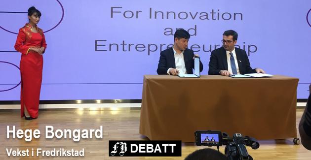 Hjem med avtale i kofferten: Styreleder Espen Krogh (til høyre)  signerer avtalen med Yield Capital i Beijing.