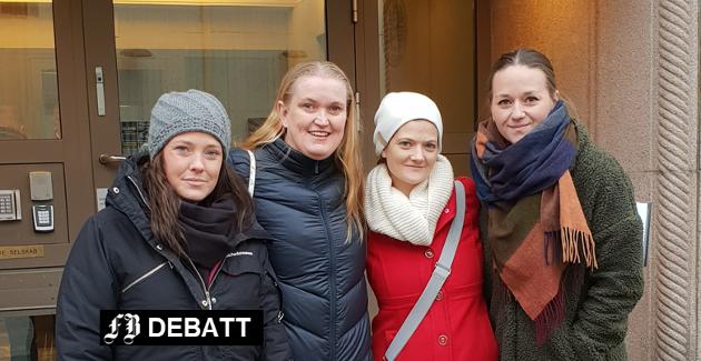 – Takket være Frp og regjeringen, lever en del familier fortsatt med stor økonomisk usikkerhet, mener (fra venstre) Elin Gunnarsson, Nina Bakkefjord, Helle C. Palmer og Bettina Lindgren.