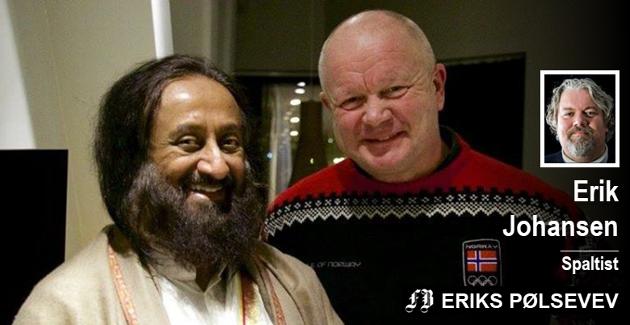 Per-Mathias Høgmo reiste for kort tid siden på tur med Hurtigruten sammen med den indiske kjendisguruen Sri Sri Ravi Shankar. Pølsevevet mener FFK sårt trenger en åndelig leder, og anbefaler Høgmo i rollen.