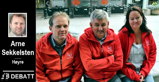 Arne Sekkelsten mener LO ikke har noe å gjøre på egen stand under valgkamp. Dette bildet er fra 2011 da prosjektleder Øistein Pettersen (fra venstre), LO-sjef Tore Leif Gundersen og sekretær Vibece Lundestad i LO Fredrikstad fortalte om eget aktivitetsprogram i valgkampen i Fredrikstad.