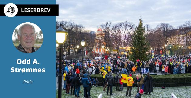 En gruppe som kaller seg «Stop Lockdown: Full gjenåpning av Norge - NÅ» demonstrerte mot koronatiltakene på Eidsvoll plass foran Stortinget i Oslo lørdag.