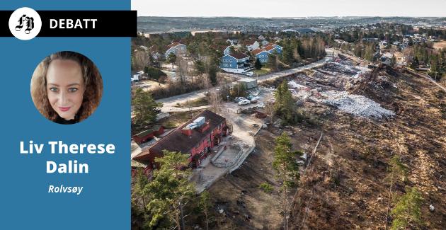 Bare en parkeringsplass skiller Rolvsøy barnehage fra utbyggingstomten hvor det nå pågår omfattende grunnarbeid og sprengninger.