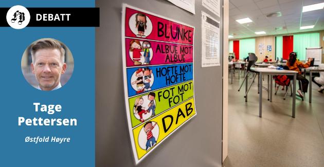 – Måten lærerne snudde seg rundt for å sikre et opplæringstilbud til alle er imponerende, mener Tage Pettersen. Han varsler likevel tøffe tak når samfunnet åpner igjen. Bildet viser plakat med korrekt koronahilsing på Nøkleby skole.