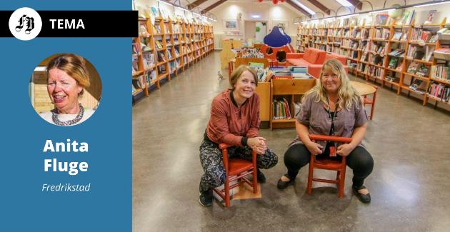 Forfatteren skryter bibliotekets ansatte – her representert ved Hanne Utne og Kirsti Knutsen.