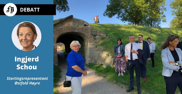 Brevforfatter Ingjerd Schou (i høyre bildekant), var selv til stede da forsvarsminister Frank Bakke Jensen (i hvor skjorte) besøkte Gamlebyen tirsdag.