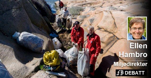 Eivind Børresen og Tom Eilertsen i Skjærgårdstjenesten på Hvaler setter pris på hjelp fra frivillige i innsamlingen av søppel. Foto: Elisabeth Skovly